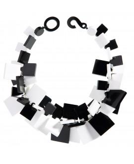 Collier carré noir et blanc en résine marion godart